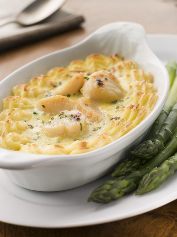 Jacques coquilles st mornay pomme puree zdjęcia stock