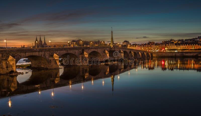 Jacques-Gabriel Bridge sobre el río Loira en Blois, Francia foto de archivo libre de regalías