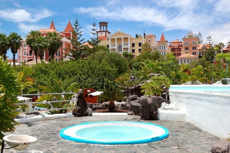 Jacuzzi al aire libre en el hotel de lujo imagen de archivo imagen de canario playa 21237143 - Jacuzzi aire libre ...