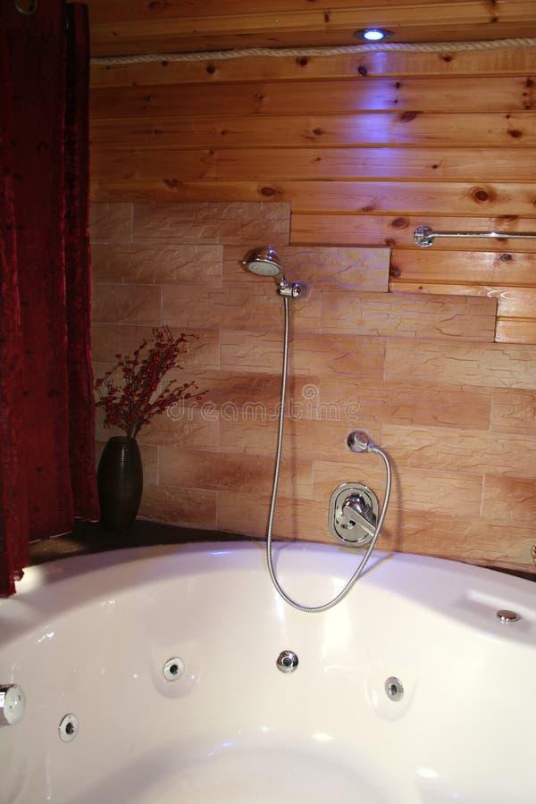 Jacuzzi di legno della cabina immagini stock