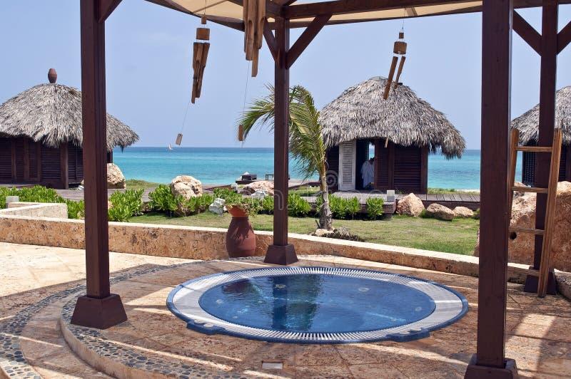 Jacuzzi- und Massagehütten in den Karibischen Meeren. stockfoto