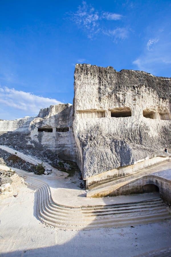 Jaddh Hill Bukit Jaddh,从地质角度看印度尼西亚马杜拉邦卡兰的石灰石山 免版税库存照片