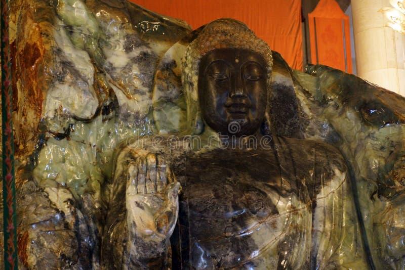 Jade Buddha Palace Den främre sidan av Anshan Jade Buddha i Mahavira Palace, Anshan, Liaoning landskap, Kina, Asien fotografering för bildbyråer