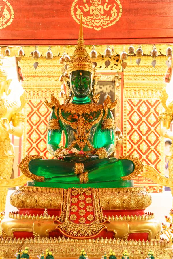 Jade Buddha Wat Phra That Doi Suthep är en Theravada buddhis arkivfoton