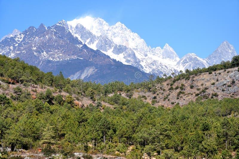 Jade Dragon Snow Mountain arkivbilder