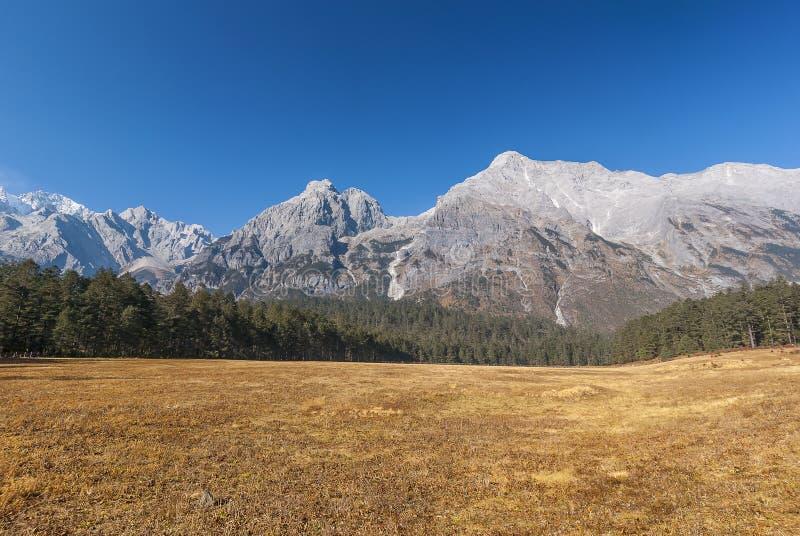 Jade Dragon Snow Mountain imagenes de archivo