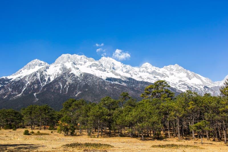 Jade Dragon Snow Mountain photo libre de droits