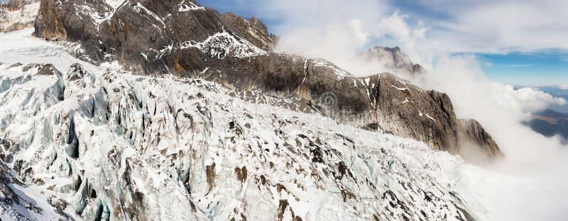 Jade Dragon Snow Mountain imagens de stock