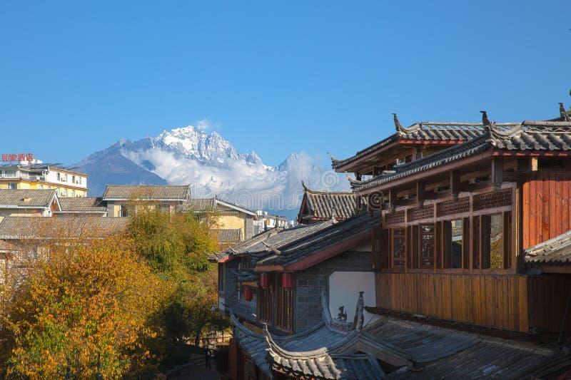 Jade Dragon Snow Mountain från Lijiang, Yunnan, Chi arkivfoto