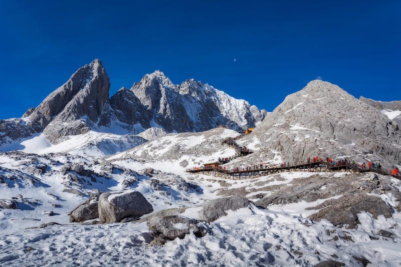 Jade Dragon Snow Mountain i Lijiang arkivfoto