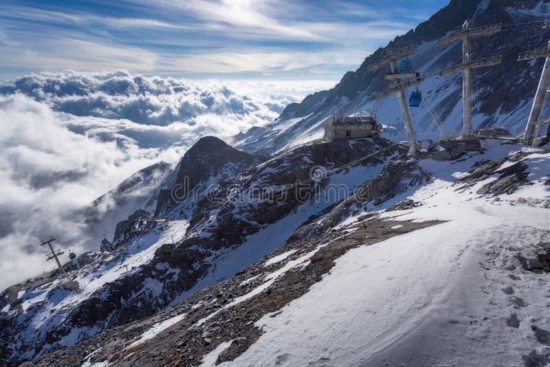 Jade Dragon Snow Mountain i Lijiang royaltyfria foton