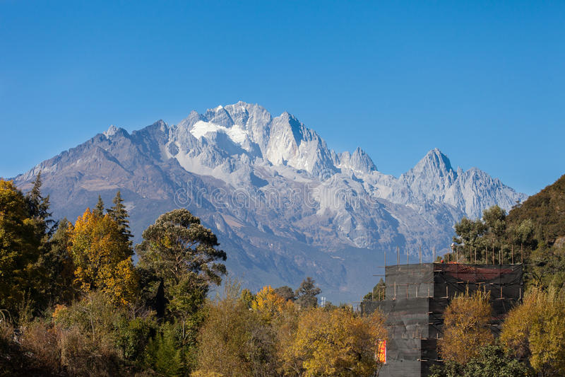 Jade Dragon Snow Mountain in Lijiang, Yunnan, China stockfotos