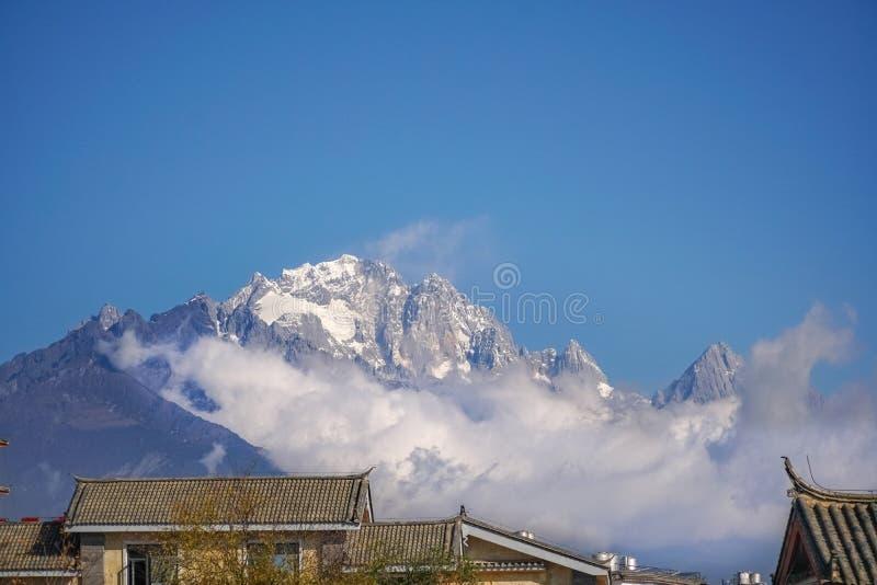 Jade Dragon Snow Mountain Lijiang, Yunnan Kina arkivbilder