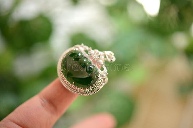 Jadetegenhanger stock afbeeldingen