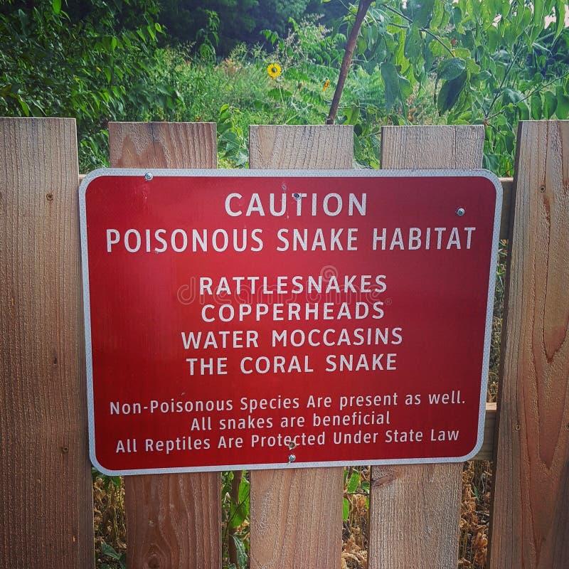 Jadowity wąż ostrożności znak zdjęcia stock