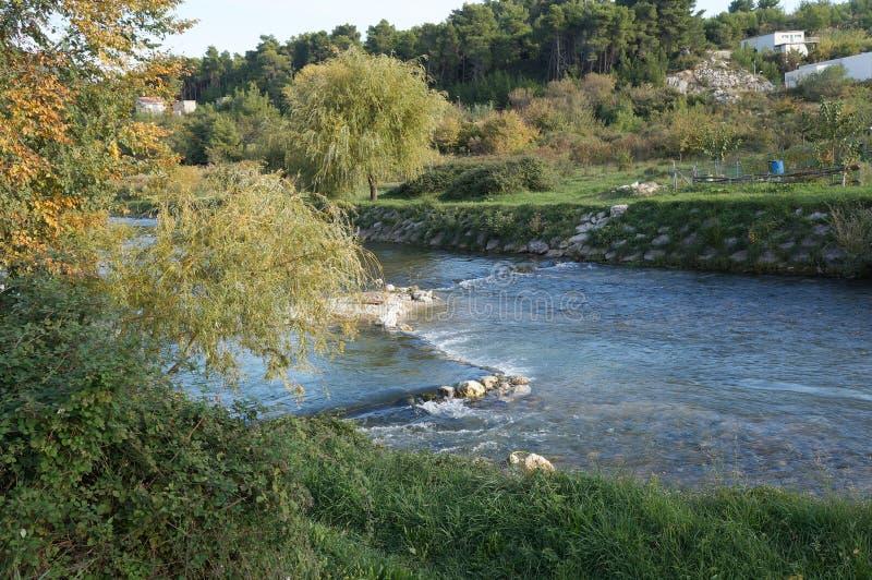 Jadro-Fluss nahe aufgespaltet, Kroatien lizenzfreies stockbild