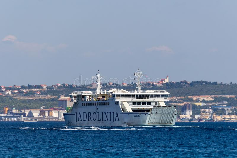 Jadrolinija-Fähre Dalmatien Kroatien lizenzfreie stockbilder