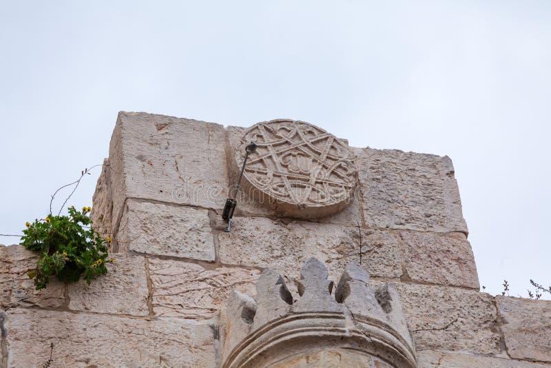 Jaffa för gatatecken port i den gamla staden, Jerusalem fotografering för bildbyråer