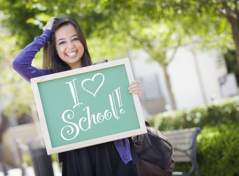 Jag älskar studenten Holds Chalkboard för det blandade loppet för skolan den kvinnliga arkivbilder