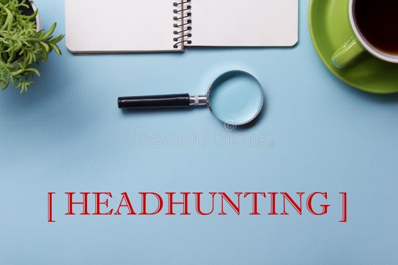Jaga huvuden hyra begrepp för timme-personalresursposition Kontorstillförsel på bästa sikt för skrivbordtabell Notepad som försto arkivbild