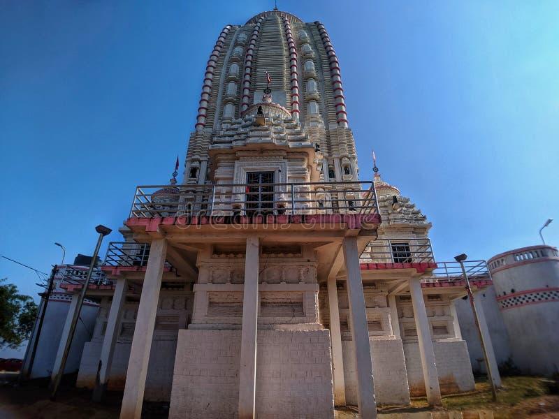 Jagannath Temple, Ranchi Jharkhand, India van achteren, geïsoleerd op de blauwe achtergrond van de hemel stock foto
