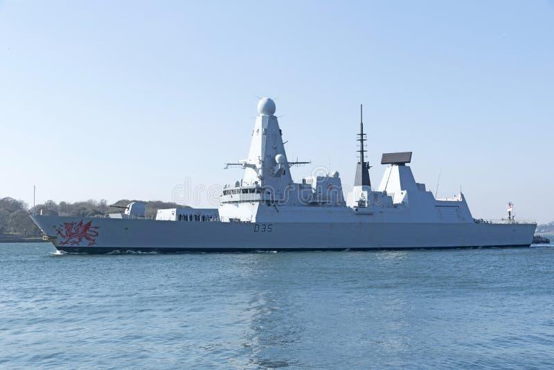 Jagare som lämnar Devonport den sjö- grunden UK royaltyfri bild