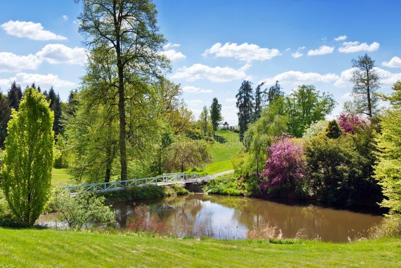 Jagdschloss in der klassischen Art Kozel, Pilsen-Region, West-Böhmen, Tschechische Republik Schloss wird durch großes Englisch um stockfotos