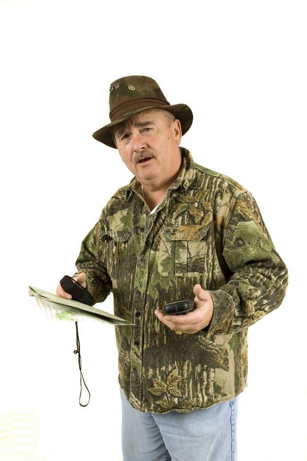 Jager met GPS en kaart stock afbeeldingen