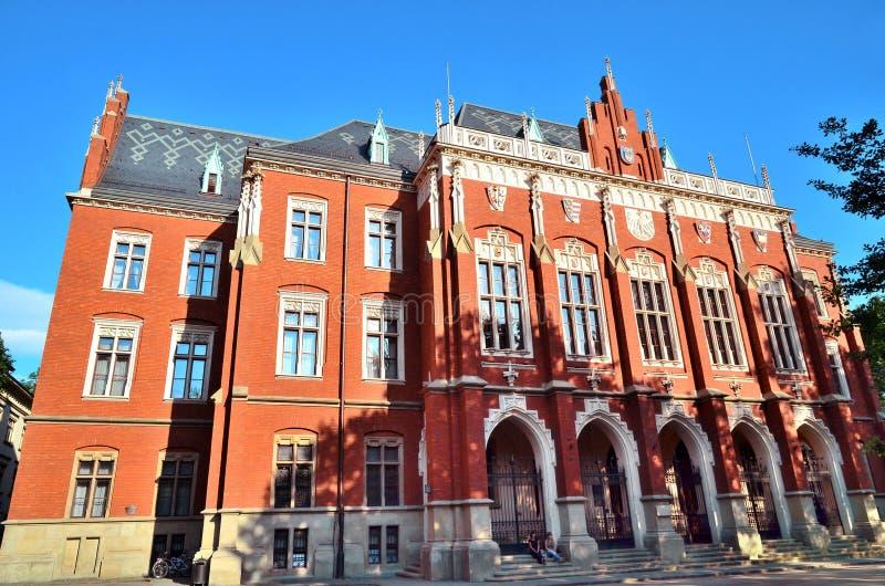 Jagiellon universitet på slutet av skolåret, Collegium Novum, Krakow, Polen arkivfoto