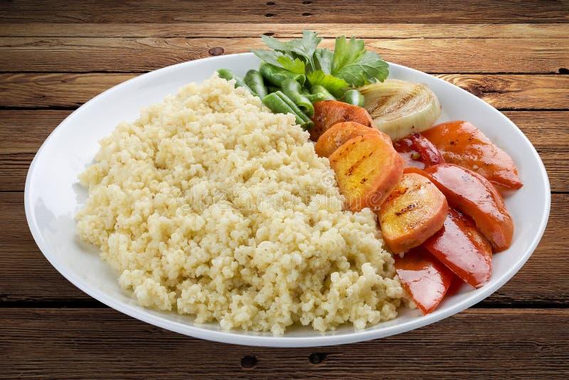 Jaglana owsianka z piec na grillu warzywami zdjęcie stock