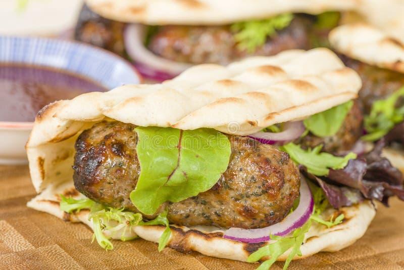 Jagnięcy Kebabs w Flatbread obraz stock
