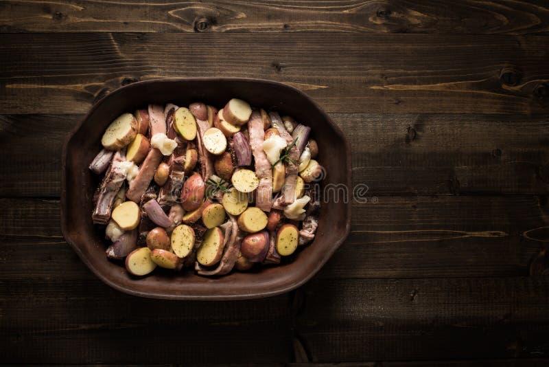 Jagnięcy Loin kotleciki, warzywa Przygotowywający dla Piec i zdjęcie royalty free