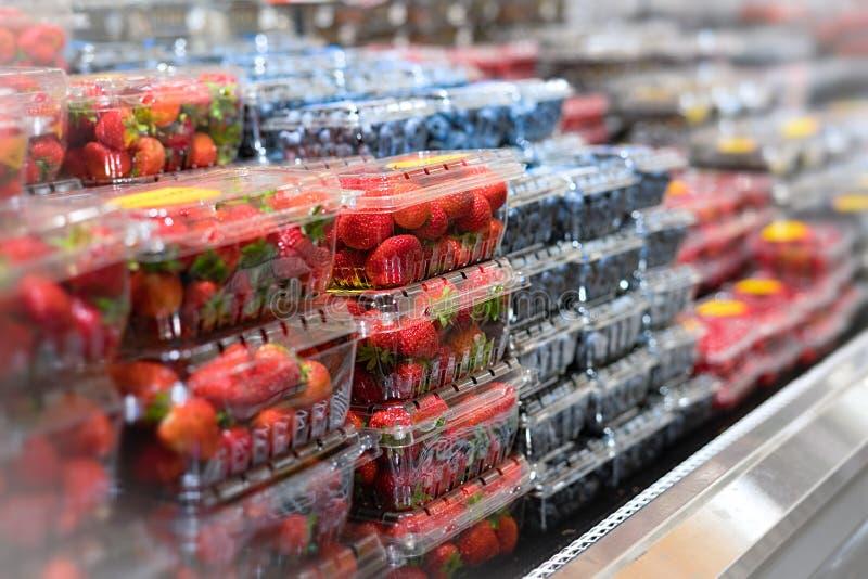 Jagoda wybór przy sklepem spożywczym fotografia stock