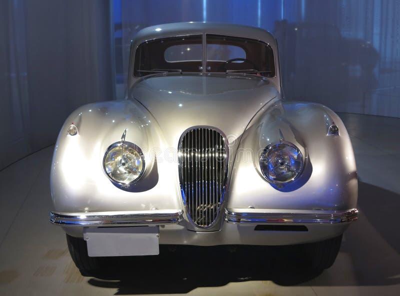 Jaguar-Auto lizenzfreie stockbilder