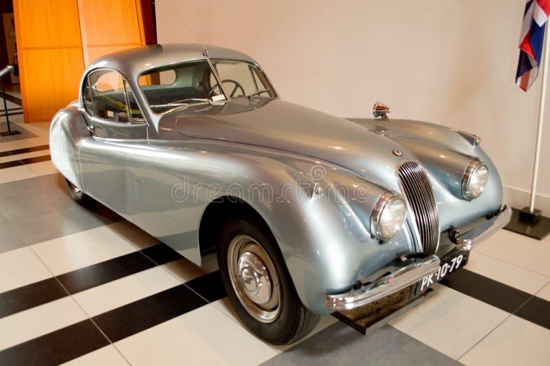 Jaguar Coupe Meer XK120 Załatwiający Kierowniczy informatie przy Louwman muzeum obrazy stock