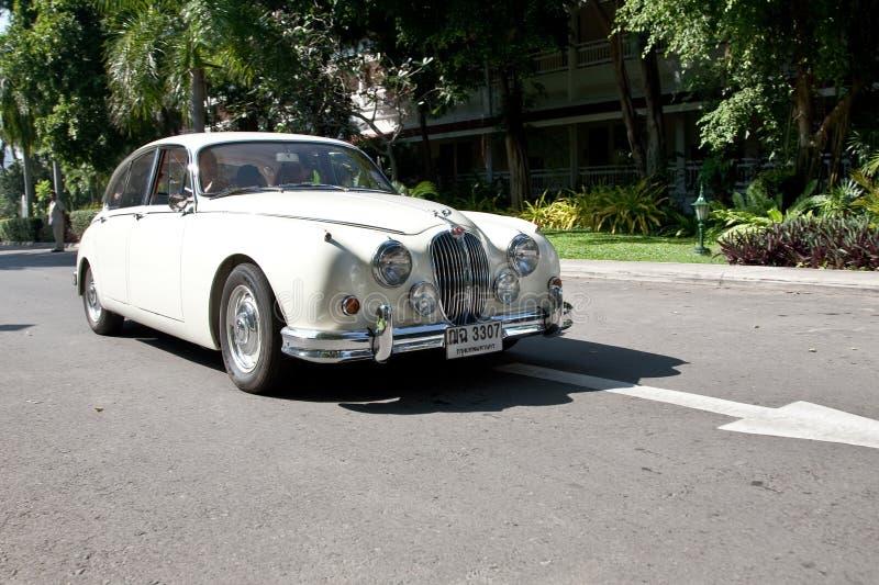 Jaguar-Markierung II auf Weinlese-Auto-Parade lizenzfreies stockbild
