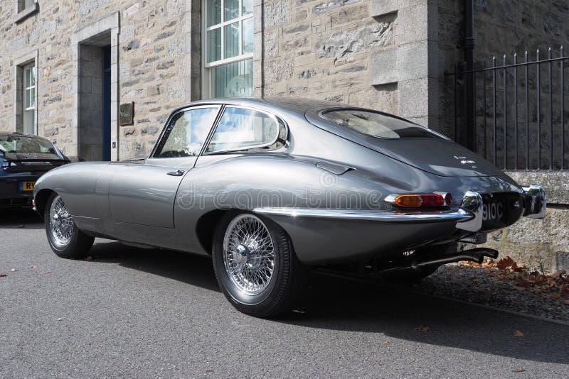 Jaguar typ, serie 1 coupe w kruszcowej perły popielatym srebrze, obrazy royalty free