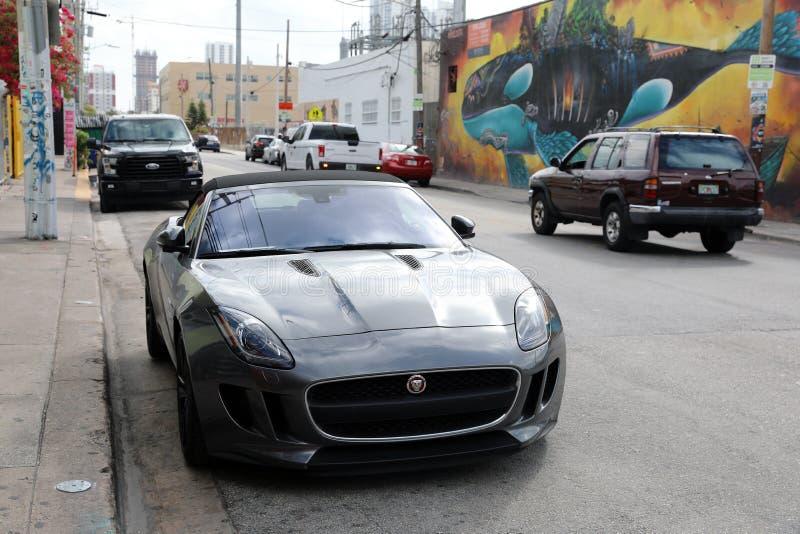 Jaguar typ terenówka W Miami Floryda zdjęcie stock