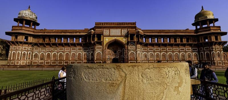 Jahangir Palace ou Jahangiri Mahal dans le fort rouge d'Âgrâ à Âgrâ, Inde photos libres de droits