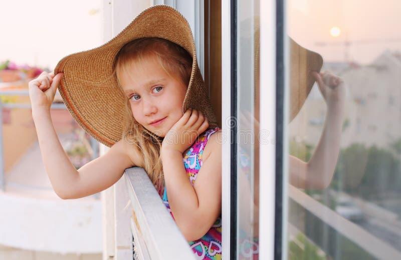 6 Jahre alte Mädchen lizenzfreies stockbild