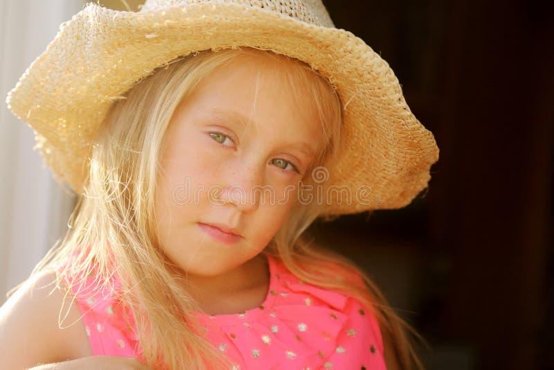 6 Jahre alte Mädchen stockfoto