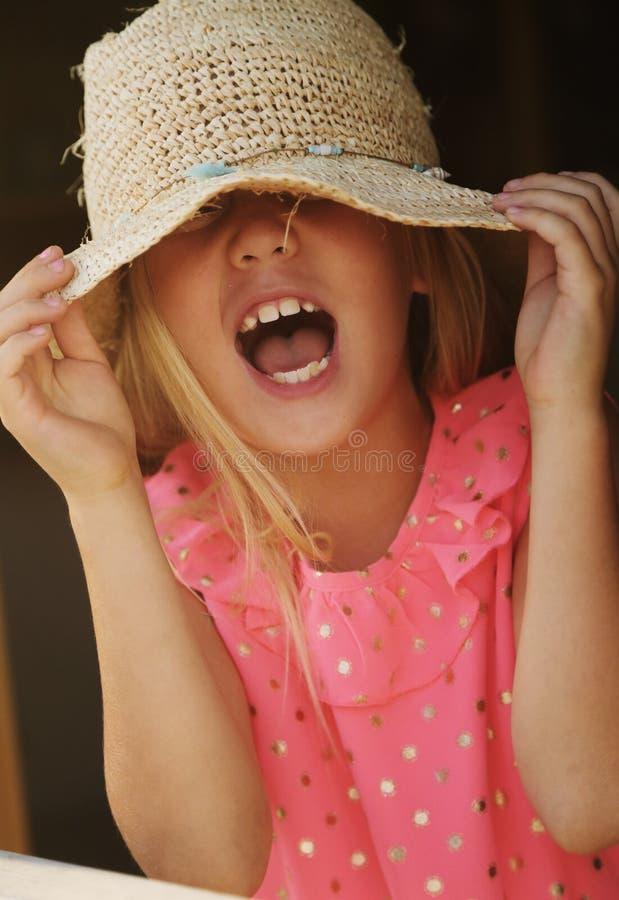 6 Jahre alte Mädchen stockbild