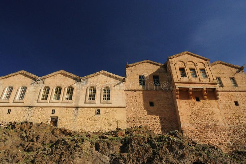 1000 Jahre Geschichtsdreidachhäuser stockbilder