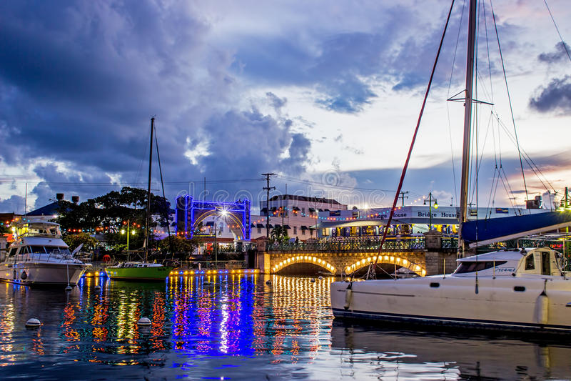 50. Jahrestag der Unabhängigkeitsbeleuchtung um den Kai in Bridgetown, Barbados stockfotografie