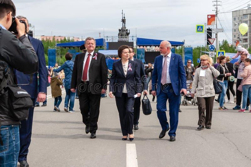 Jahrestag von Surgut - 425 Jahre Feiertag - Russland-Tag Gouverneur Natalia Komarova lizenzfreie stockfotos