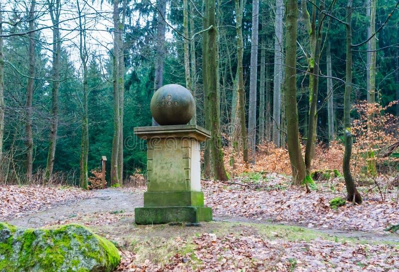 Jahrtausenddenkmal wurde auf einem konservierten Grundstein errichtet und stockfotos