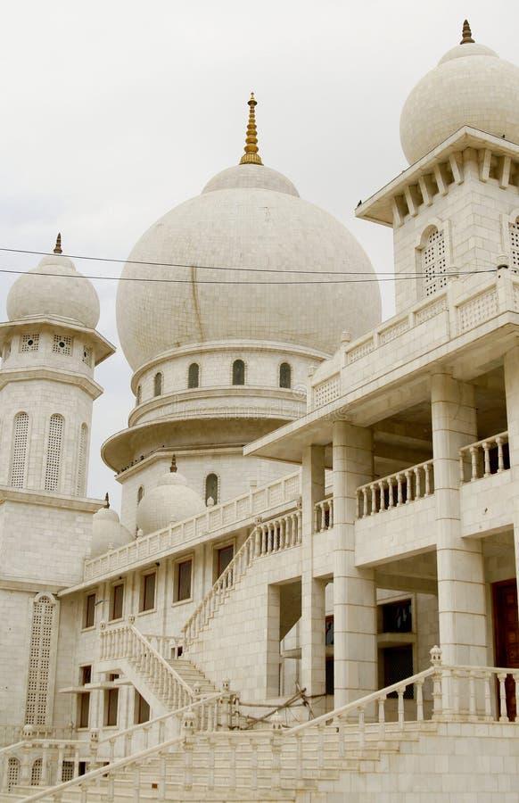 Jaigurudeo Tempel durch die Delhi-Agra-Datenbahn, Indien lizenzfreie stockfotografie