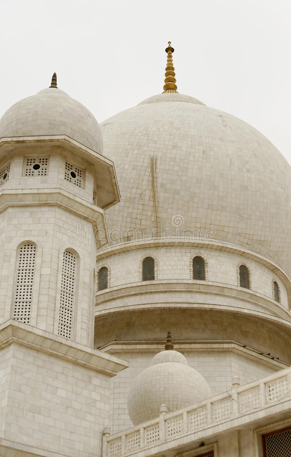 Jaigurudeo Tempel durch die Delhi-Agra-Datenbahn, Indien lizenzfreies stockfoto