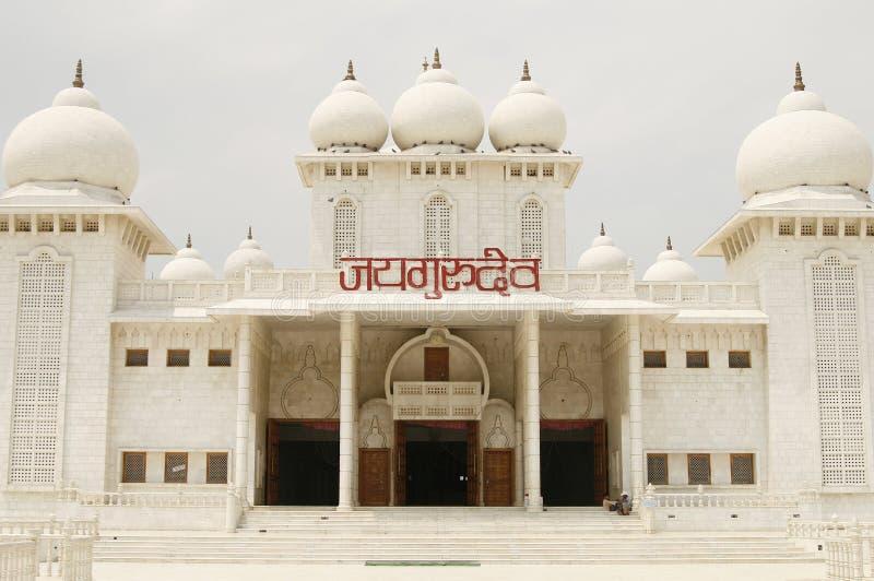Jaigurudeo Tempel durch die Delhi-Agra-Datenbahn, Indien lizenzfreie stockfotos