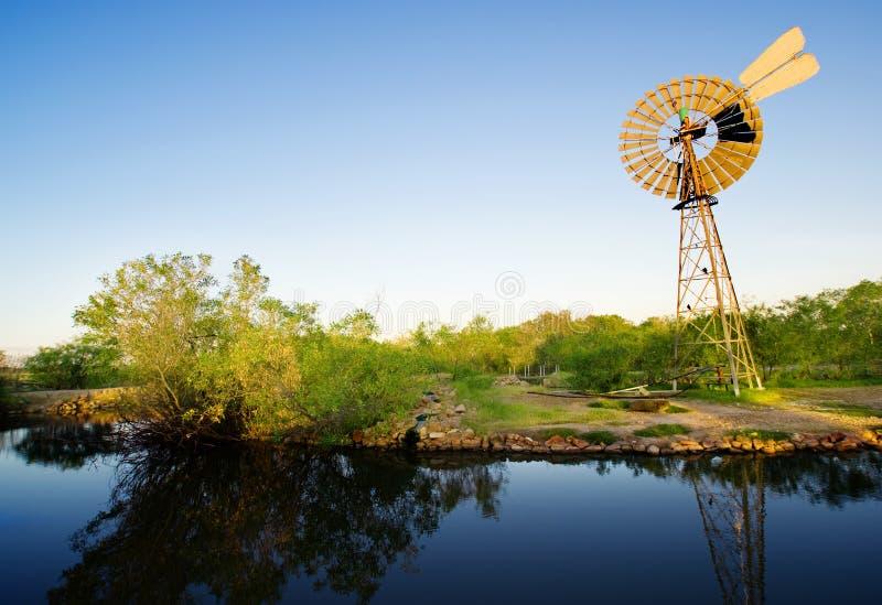 jaillit le moulin à vent photos stock